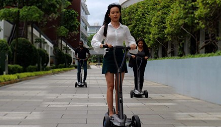 Launch des Floatility E-Rollers in Singapur